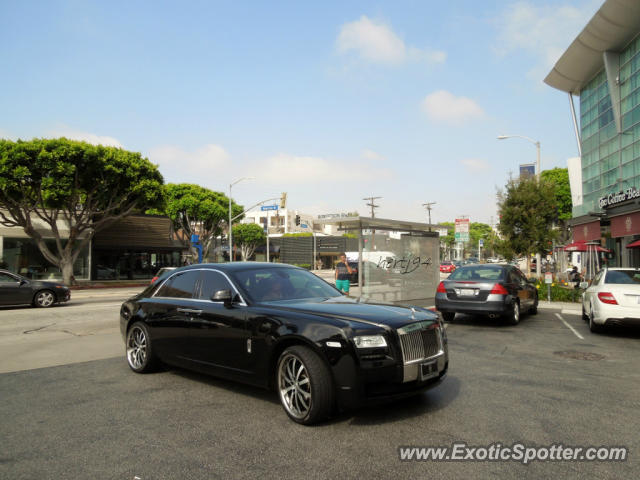 rolls royce ghost spotted in beverly hills california on 05 31 2013. Black Bedroom Furniture Sets. Home Design Ideas