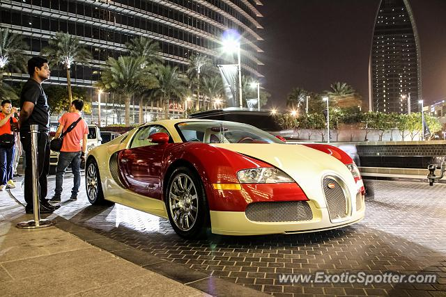 bugatti veyron spotted in dubai united arab emirates on 06 03 2013. Black Bedroom Furniture Sets. Home Design Ideas