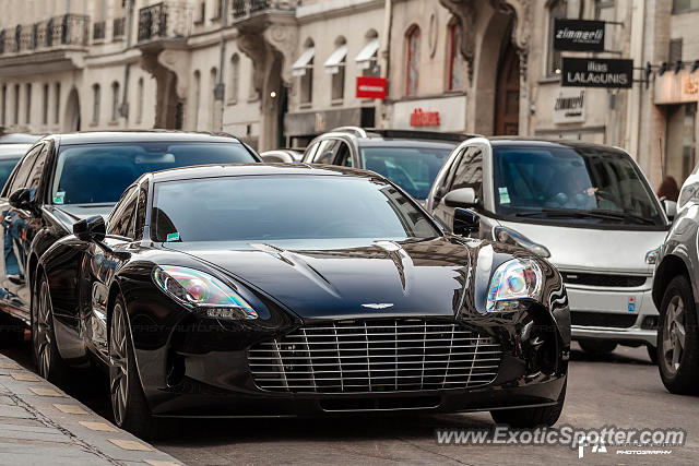 aston martin one 77 spotted in paris france on 07 02 2013. Black Bedroom Furniture Sets. Home Design Ideas