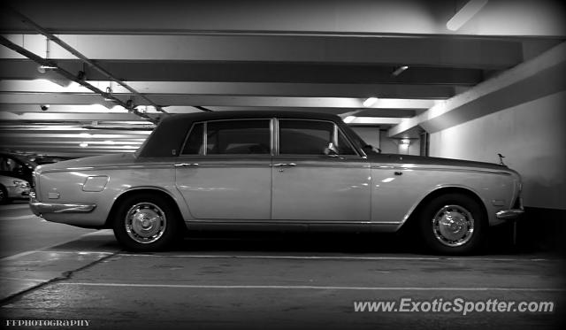 rolls royce silver shadow spotted in paris france on 07 11 2013. Black Bedroom Furniture Sets. Home Design Ideas