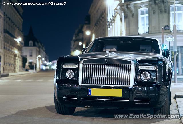 rolls royce phantom spotted in paris france on 08 13 2013. Black Bedroom Furniture Sets. Home Design Ideas