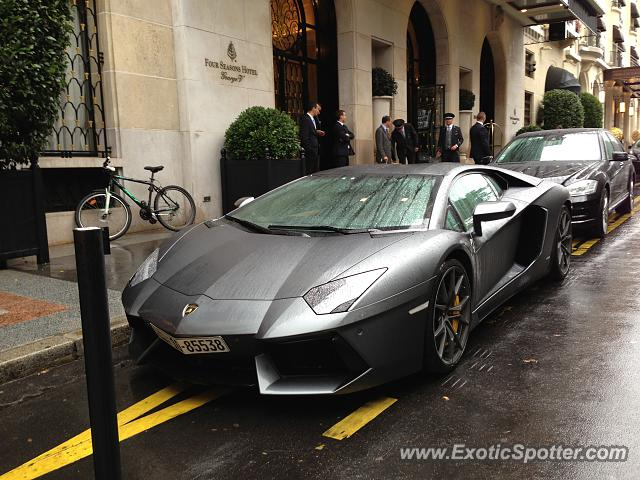 lamborghini aventador spotted in paris france on 08 25 2013 photo 2. Black Bedroom Furniture Sets. Home Design Ideas