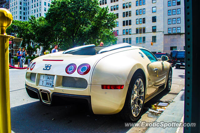 bugatti veyron spotted in manhattan new york on 08 23. Black Bedroom Furniture Sets. Home Design Ideas