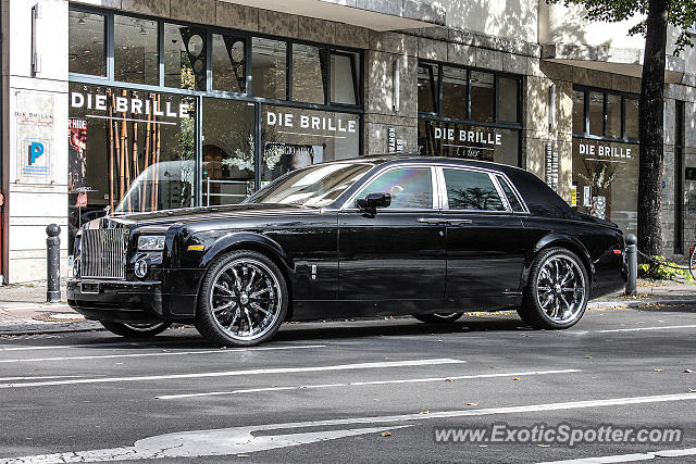 rolls royce phantom spotted in berlin germany on 10 04 2013. Black Bedroom Furniture Sets. Home Design Ideas