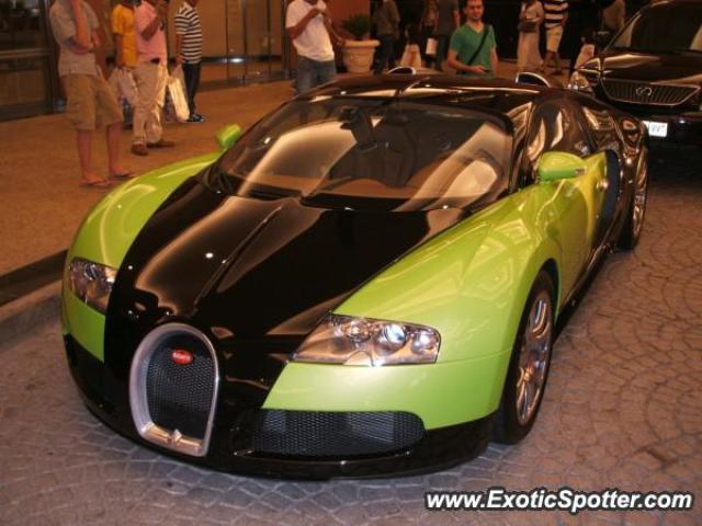 bugatti veyron spotted in dubai united arab emirates on 09 06 2007. Black Bedroom Furniture Sets. Home Design Ideas