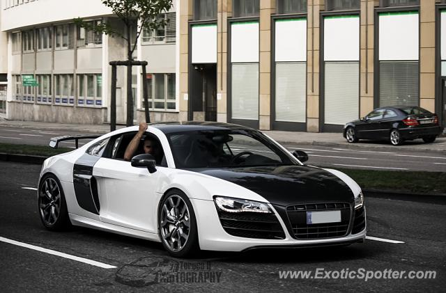 audi r8 spotted in stuttgart germany on 08 17 2013. Black Bedroom Furniture Sets. Home Design Ideas