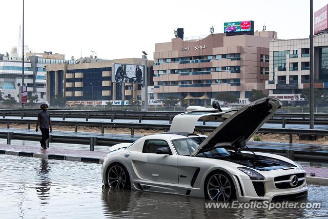 Mercedes SLS AMG spotted in Dubai, United Arab Emirates