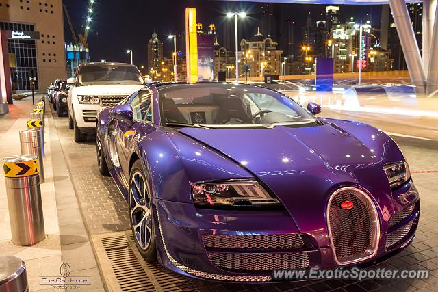 bugatti veyron spotted in dubai united arab emirates on 11 29 2013. Black Bedroom Furniture Sets. Home Design Ideas