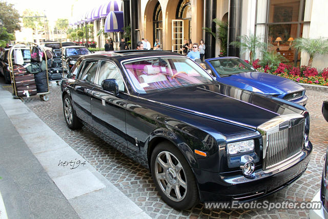 rolls royce phantom spotted in beverly hills california on 11 02 2013. Black Bedroom Furniture Sets. Home Design Ideas