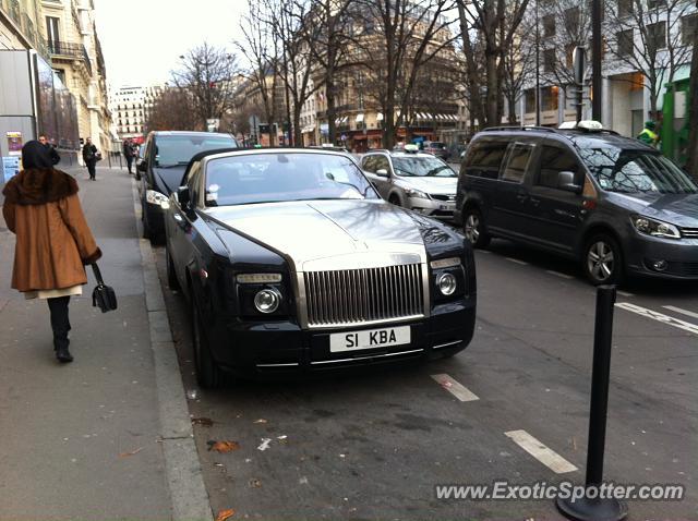 rolls royce phantom spotted in paris france on 12 21 2013 photo 2. Black Bedroom Furniture Sets. Home Design Ideas