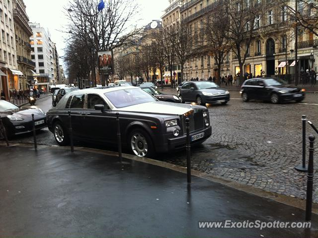 rolls royce phantom spotted in paris france on 12 27 2013. Black Bedroom Furniture Sets. Home Design Ideas