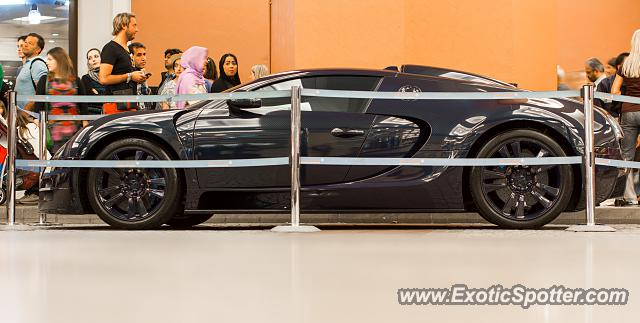 bugatti veyron spotted in dubai united arab emirates on. Black Bedroom Furniture Sets. Home Design Ideas