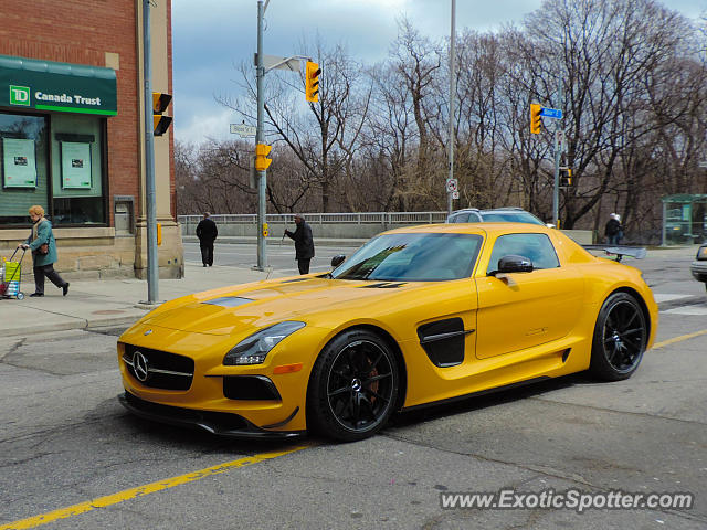 Mercedes SLS AMG spotted in Toronto, Canada