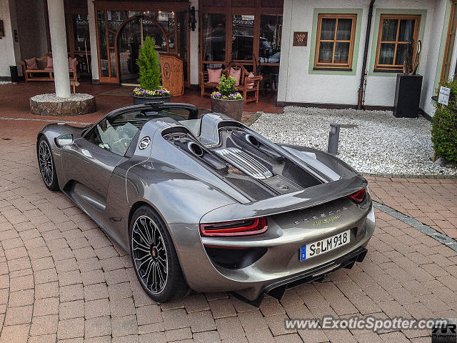 porsche 918 spyder spotted in munich germany on 04 12 2014 photo 2. Black Bedroom Furniture Sets. Home Design Ideas