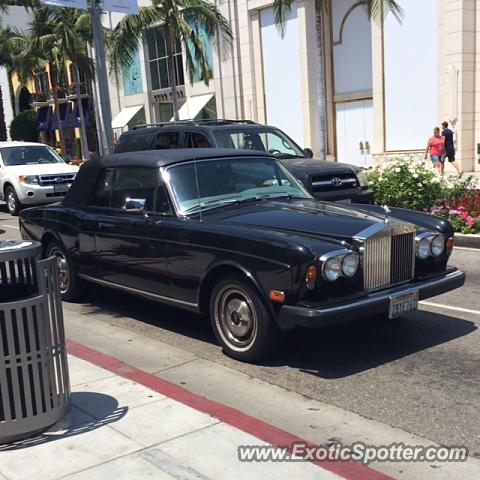 Rolls royce silver wraith spotted in beverly hills for Rolls royce of beverly hills