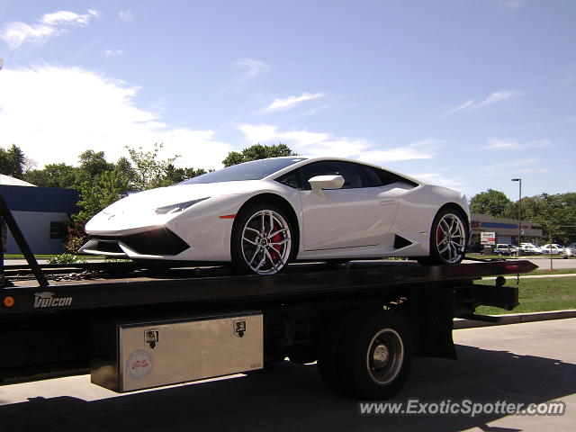 Lamborghini Huracan spotted in Downers Grove, Illinois