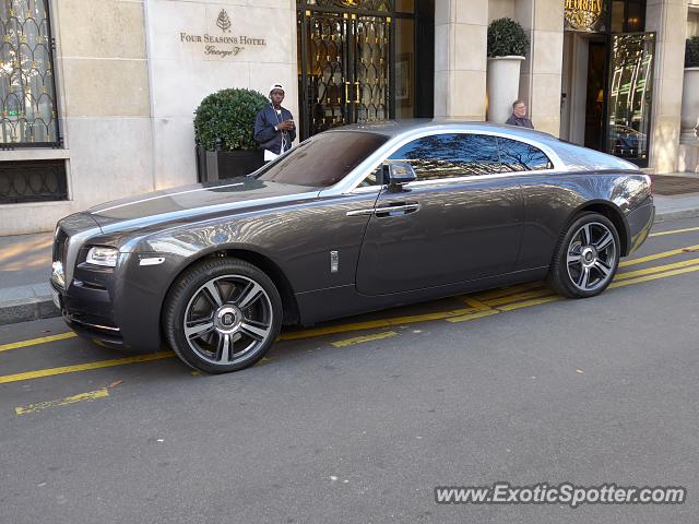 rolls royce wraith spotted in paris france on 10 12 2014. Black Bedroom Furniture Sets. Home Design Ideas