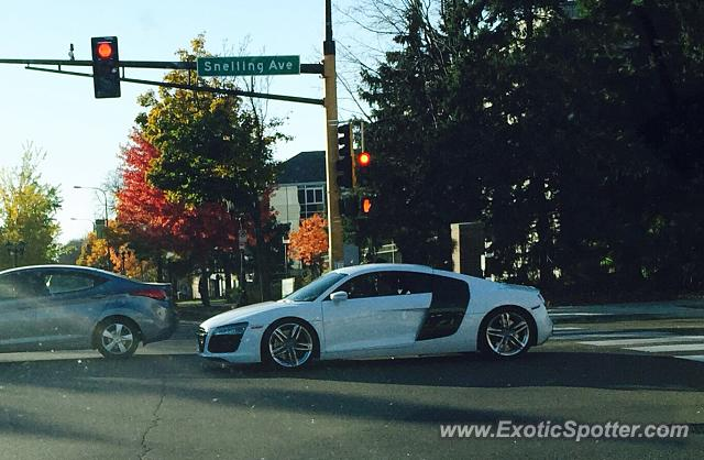 audi r8 spotted in st paul minnesota on 10 19 2014. Black Bedroom Furniture Sets. Home Design Ideas