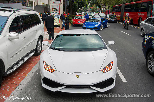 lamborghini huracan spotted in mexico city mexico on 10 13 2014. Black Bedroom Furniture Sets. Home Design Ideas