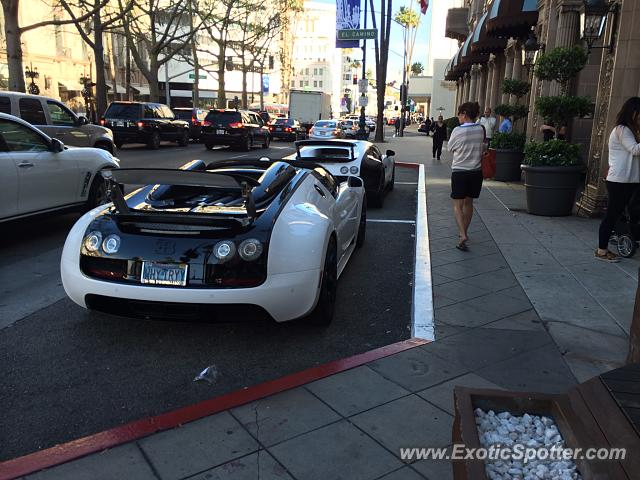bugatti veyron spotted in los angeles california on 11 22 2014. Black Bedroom Furniture Sets. Home Design Ideas