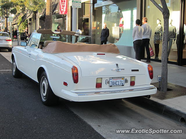 rolls royce corniche spotted in beverly hills california on 12 27 2014. Black Bedroom Furniture Sets. Home Design Ideas