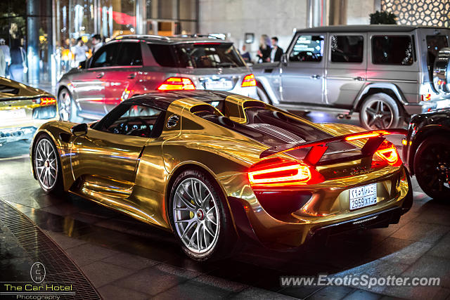 porsche 918 spyder spotted in dubai united arab emirates on 01 15 2015. Black Bedroom Furniture Sets. Home Design Ideas