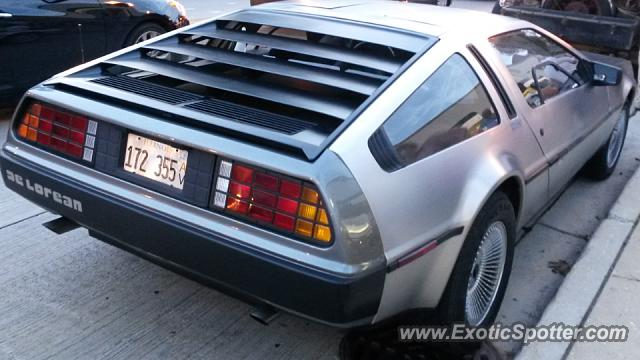 DeLorean DMC-12 spotted in Downers Grove, Illinois
