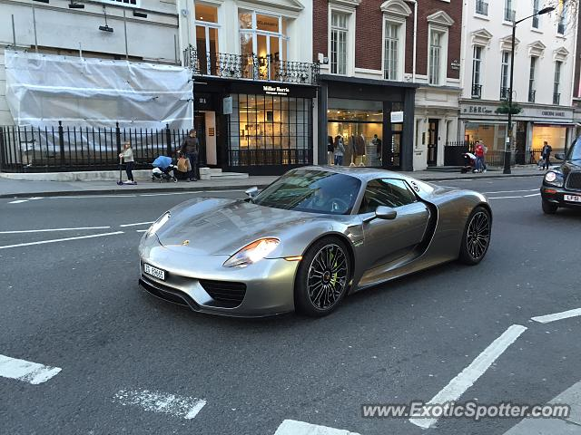 porsche 918 spyder spotted in london united kingdom on 03 07 2015. Black Bedroom Furniture Sets. Home Design Ideas