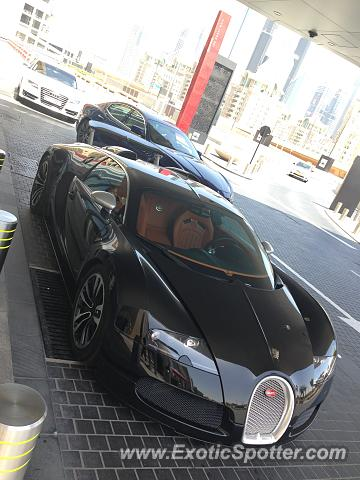 bugatti veyron spotted in dubai united arab emirates on 05 15 2015. Black Bedroom Furniture Sets. Home Design Ideas