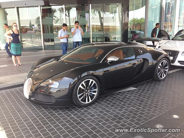 bugatti veyron spotted in dubai united arab emirates on 05 15 2015 photo 2. Black Bedroom Furniture Sets. Home Design Ideas