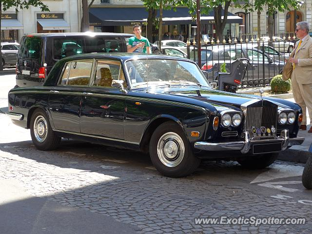 rolls royce silver shadow spotted in paris france on 05 30 2015. Black Bedroom Furniture Sets. Home Design Ideas