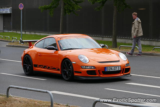 porsche 911 gt3 spotted in d sseldorf germany on 06 28 2015. Black Bedroom Furniture Sets. Home Design Ideas