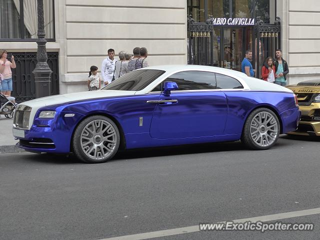 rolls royce wraith spotted in paris france on 08 16 2015. Black Bedroom Furniture Sets. Home Design Ideas