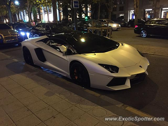 lamborghini aventador spotted in paris france on 08 19 2015 photo 2. Black Bedroom Furniture Sets. Home Design Ideas