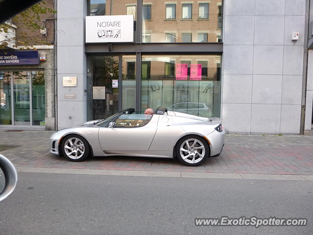 Tesla Roadster spotted in Hannut, Belgium