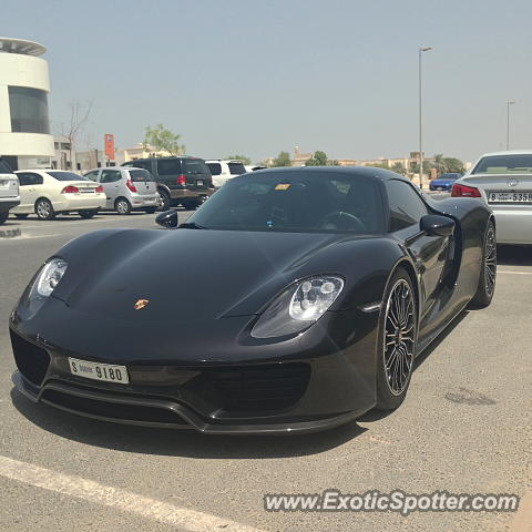 porsche 918 spyder spotted in dubai united arab emirates on 09 10 2015. Black Bedroom Furniture Sets. Home Design Ideas