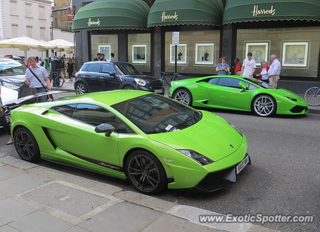 lamborghini huracan spotted in london united kingdom on 08 15 2015. Black Bedroom Furniture Sets. Home Design Ideas