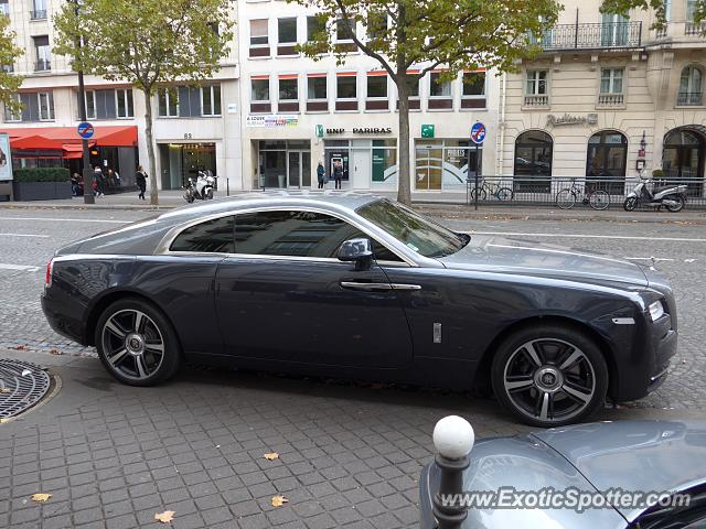 rolls royce wraith spotted in paris france on 10 24 2015. Black Bedroom Furniture Sets. Home Design Ideas