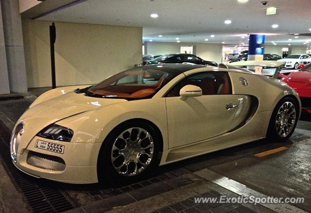 bugatti veyron spotted in dubai united arab emirates on 10 07 2015. Black Bedroom Furniture Sets. Home Design Ideas