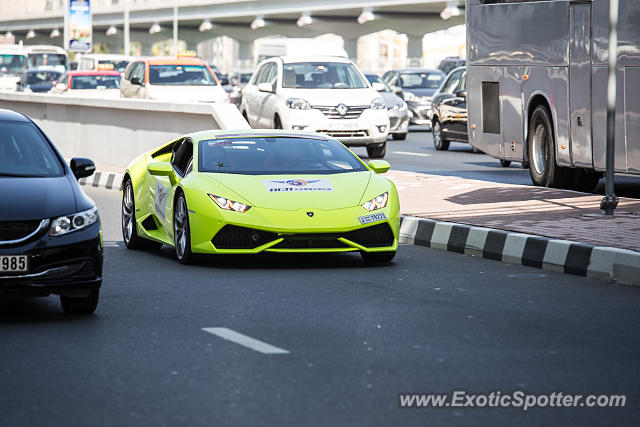 lamborghini huracan spotted in dubai united arab emirates on 11 21 2015. Black Bedroom Furniture Sets. Home Design Ideas