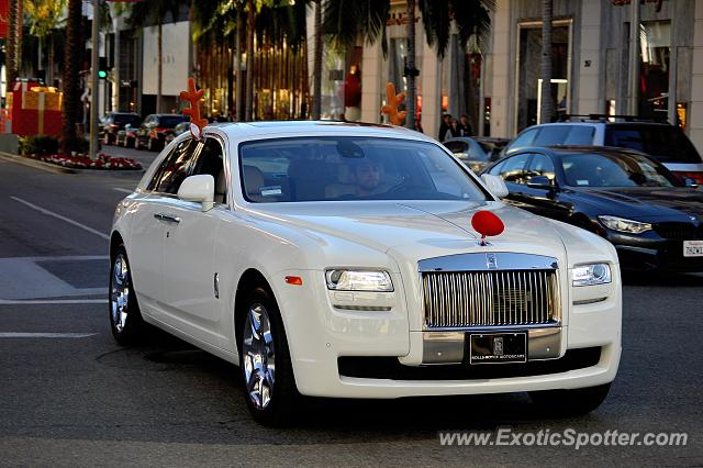 rolls royce ghost spotted in beverly hills california on 11 29 2015. Black Bedroom Furniture Sets. Home Design Ideas