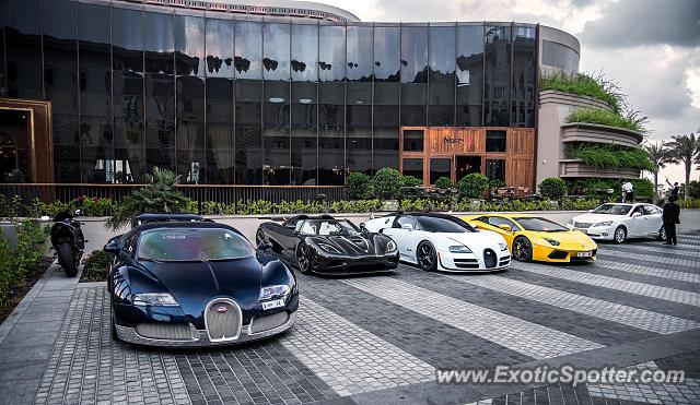 bugatti veyron spotted in dubai united arab emirates on 01 30 2016. Black Bedroom Furniture Sets. Home Design Ideas