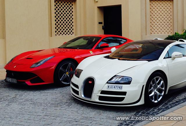 bugatti veyron spotted in dubai united arab emirates on 10 15 2015. Black Bedroom Furniture Sets. Home Design Ideas