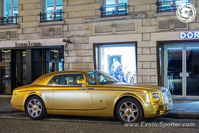 rolls royce phantom spotted in paris france on 04 05 2016. Black Bedroom Furniture Sets. Home Design Ideas