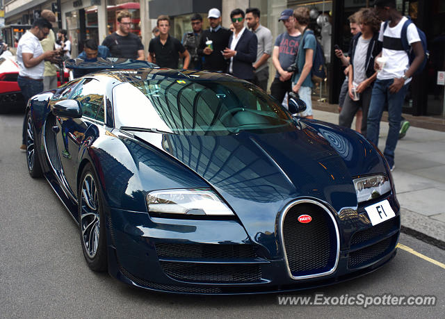 bugatti veyron spotted in london united kingdom on 07 24 2016. Black Bedroom Furniture Sets. Home Design Ideas
