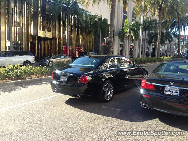 rolls royce ghost spotted in beverly hills california on 10 21 2016. Black Bedroom Furniture Sets. Home Design Ideas