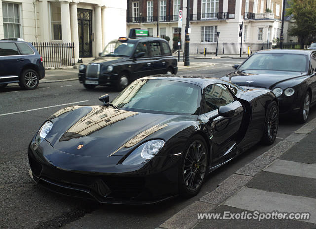 porsche 918 spyder spotted in london united kingdom on 10 20 2016. Black Bedroom Furniture Sets. Home Design Ideas