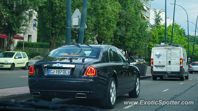 rolls royce ghost spotted in annecy france on 05 29 2017. Black Bedroom Furniture Sets. Home Design Ideas