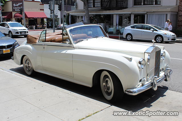 Rolls royce silver cloud spotted in beverly hills for Rolls royce of beverly hills