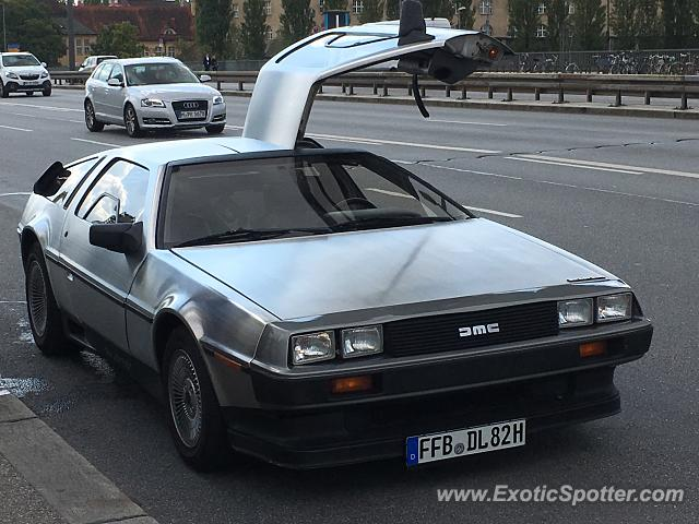 DeLorean DMC-12 spotted in Munchen, Germany